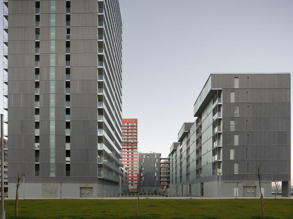 Proyectos residencial hoteles francisco mangado for Oficina zurich zaragoza