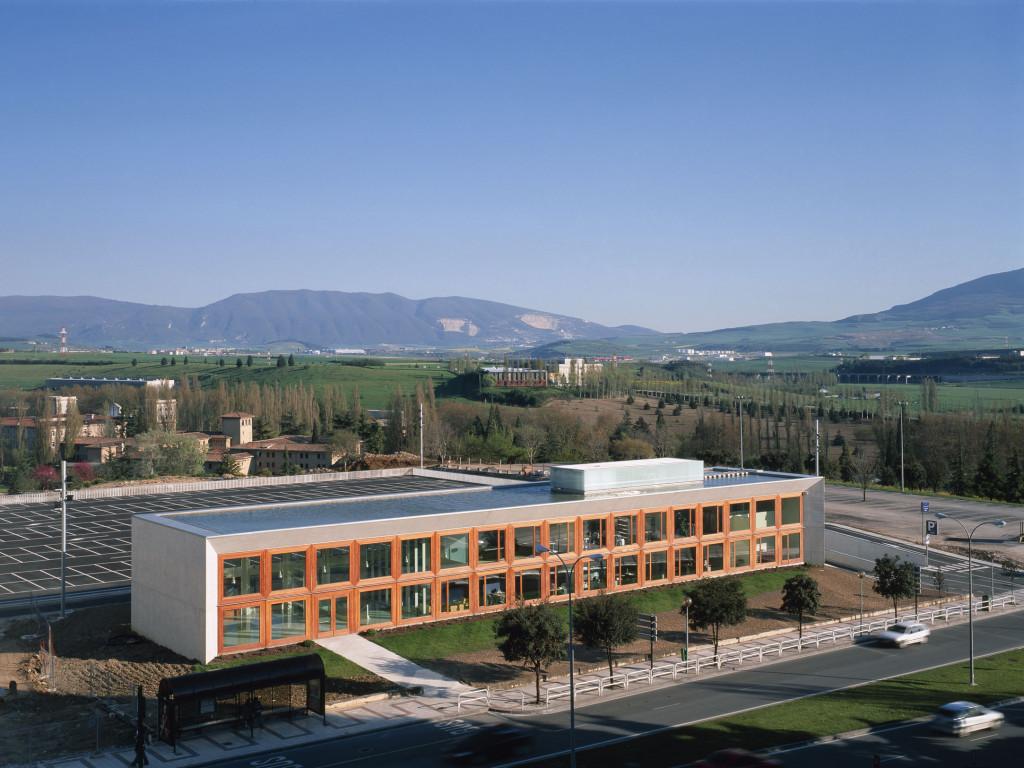 Edificio de oficinas para la universidad de navarra for Oficinas bankinter pamplona