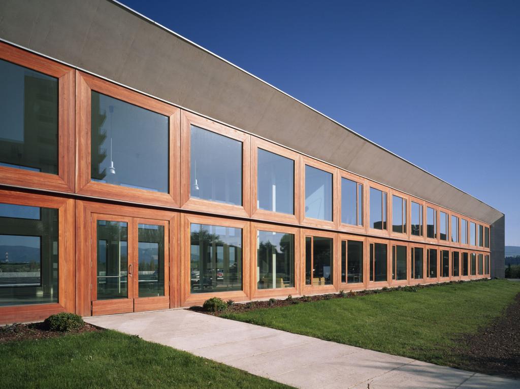 Edificio de oficinas para la universidad de navarra for Edificio oficinas