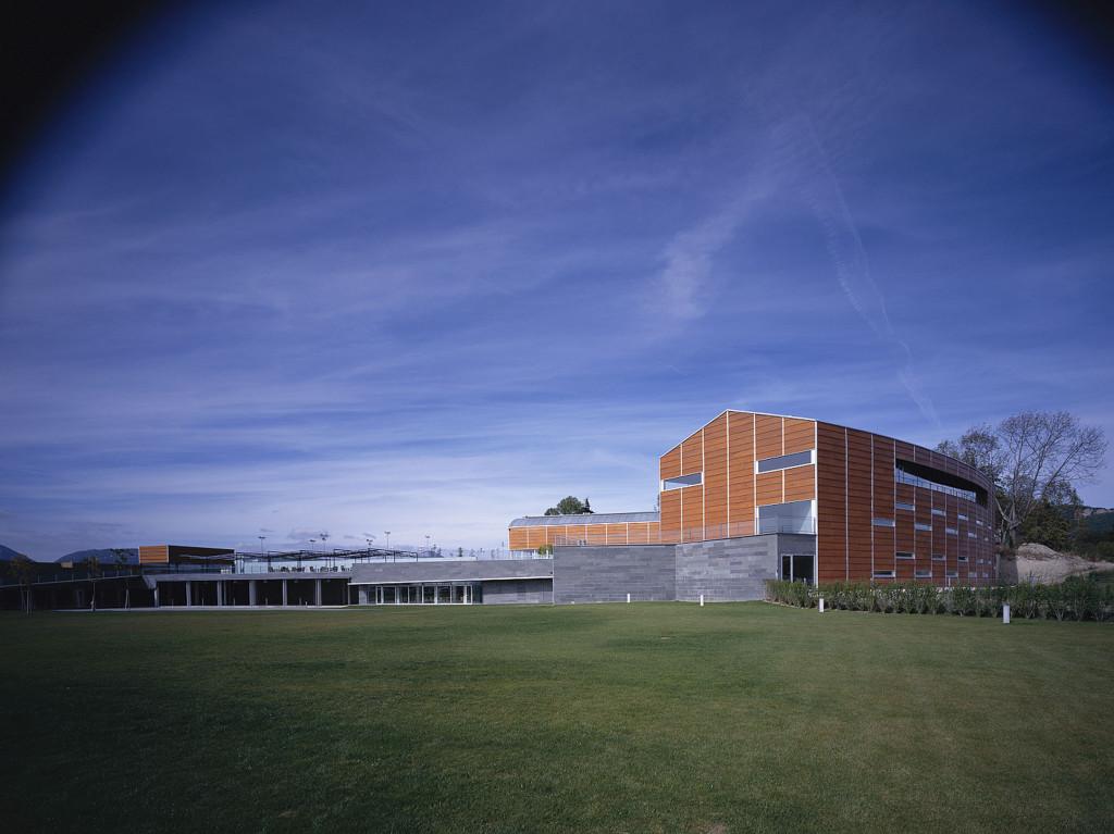 Club deportivo i zuasti francisco mangado arquitecto - Proyecto club deportivo ...
